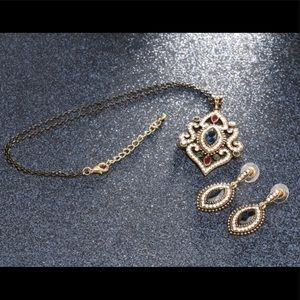 Gorgeous Vintage Style Necklace & Earrings